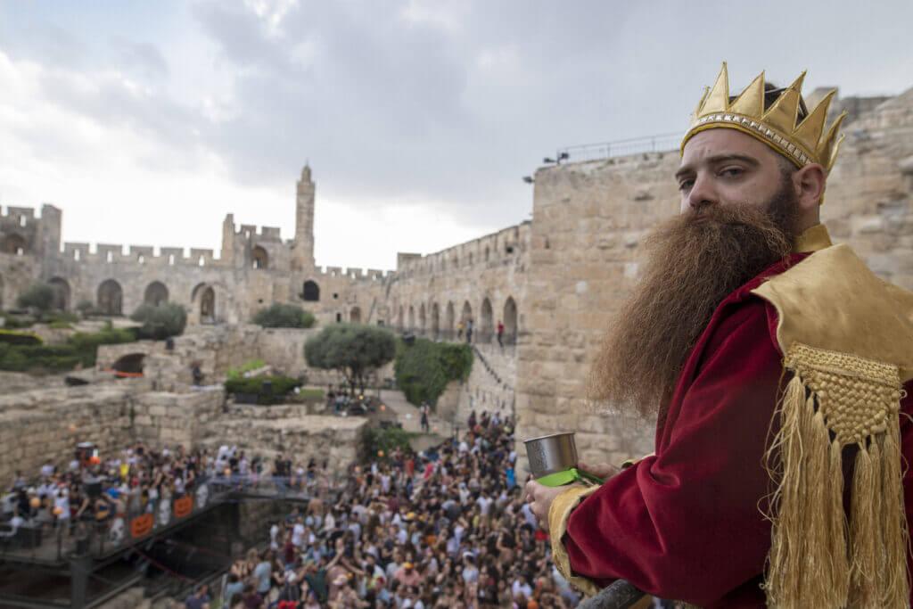 גלעד על המרפסת דוד המלך